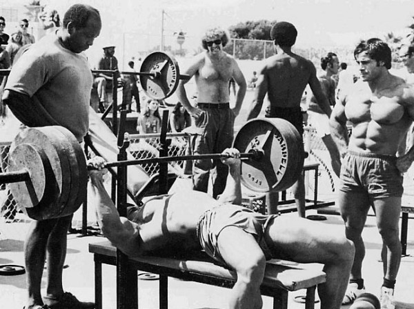arnold-schwarzenegger-bench-press