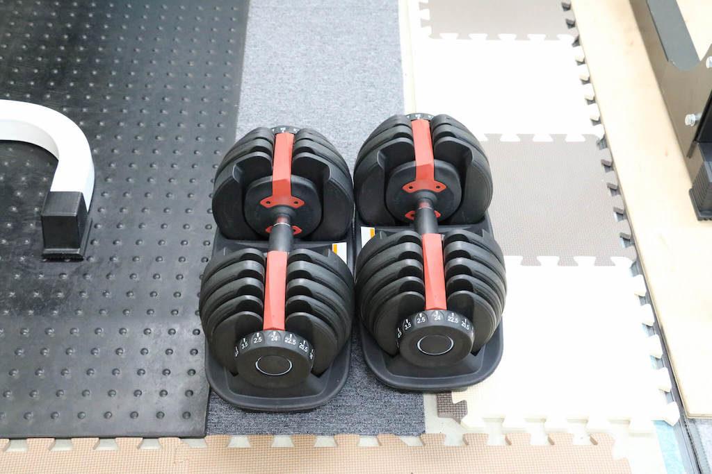 重量を簡単に変えられるダンベル