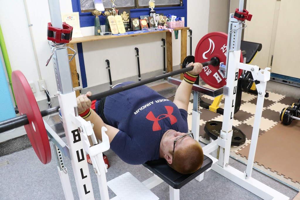 ウォームアップをするやすき選手70kg
