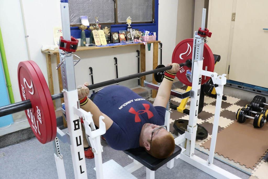 ウォームアップをするやすき選手120kg