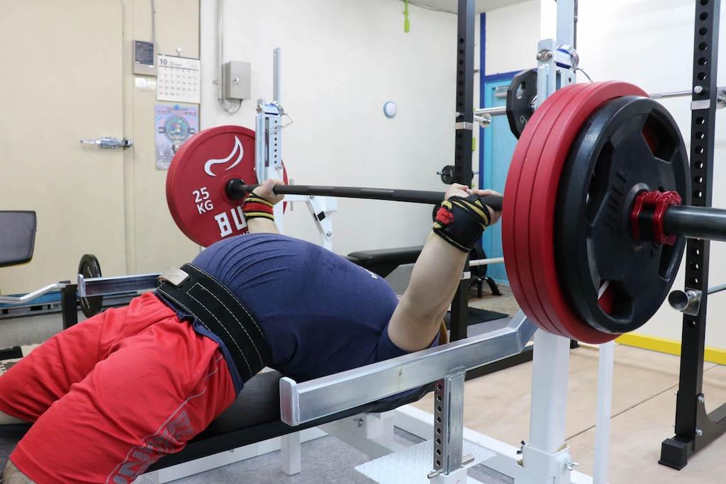 ベンチプレス200kgを上げるやすき選手