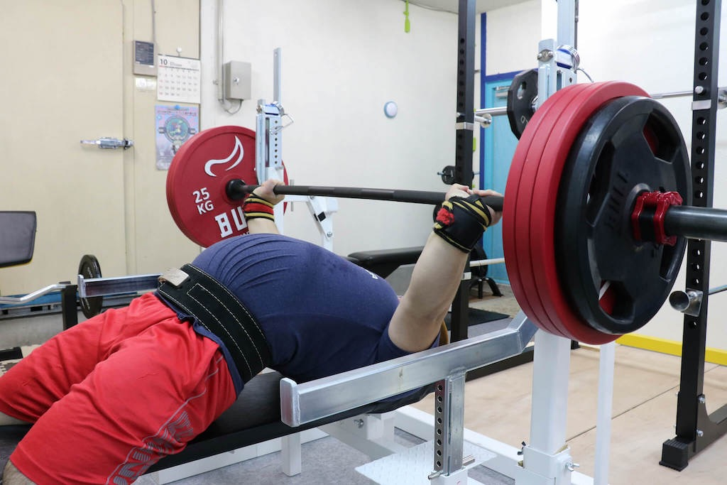 200kgをすいっと挙げるやすき選手